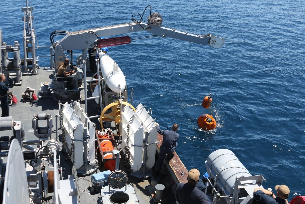 Taking every opportunity to make a job a little safer! ⚓  #USSWarrior deploys a Mine Neutralization Vehicle while conducting mine hunting operations during 2JA Mine Warfare Exercise. #UAV https://t.co/AcSGbgdlir