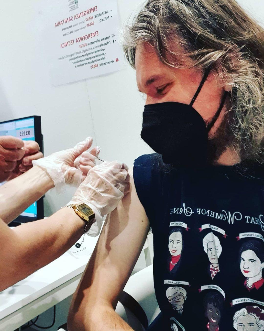 #vaccinatevi Foto