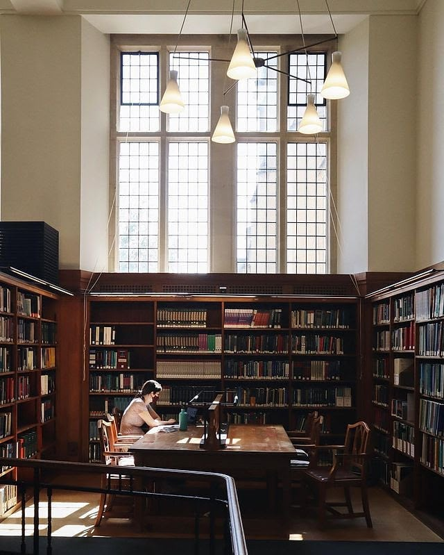 A peaceful shot of the Wills Memorial Library. We love the light streaming in through those beautiful windows.  🌞Photo credit to https://t.co/YgEQ2vf1zj https://t.co/vpSvoK8PwQ