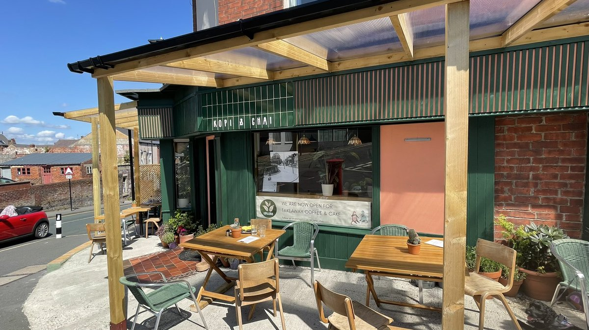 Sheffield's newest coffee shop in the old 'Back in Time' shop in Meersbrook. It's called Kopi & Chai and it's brilliant ! @sarajcox https://t.co/MFsk8YZCNZ