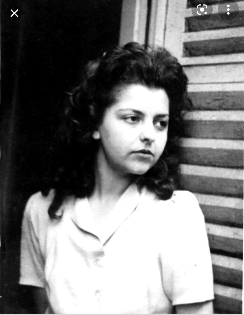 Immense honneur et bonheur que de rencontrer Madeleine Riffaud l'Héroïne de la #Libération de #Paris19  Elle avait commandé l'attaque du train des #ButtesChaumont et réussi la capture de 80 soldats de la Wehrmacht Sa vie est celle de l'engagement pour la #France🇫🇷 et les autres. https://t.co/c6NSHTOs4d
