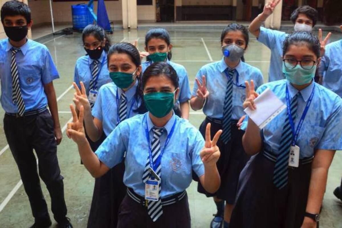 कर्नाटक: KSEEB ने दसवीं कक्षा की बोर्ड परीक्षा देने जा रहे सभी पात्र छात्रों को प्रवेश पत्र जारी किये