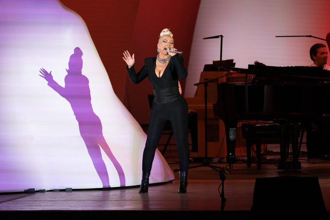 Christina Aguilera >> preparando nuevo álbum - Página 17 E6g4G1NUcAMuLDn?format=jpg&name=small