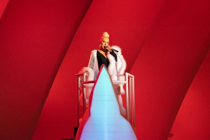 Christina Aguilera >> preparando nuevo álbum - Página 17 E6g4G1OVoAARpZ_?format=jpg&name=small