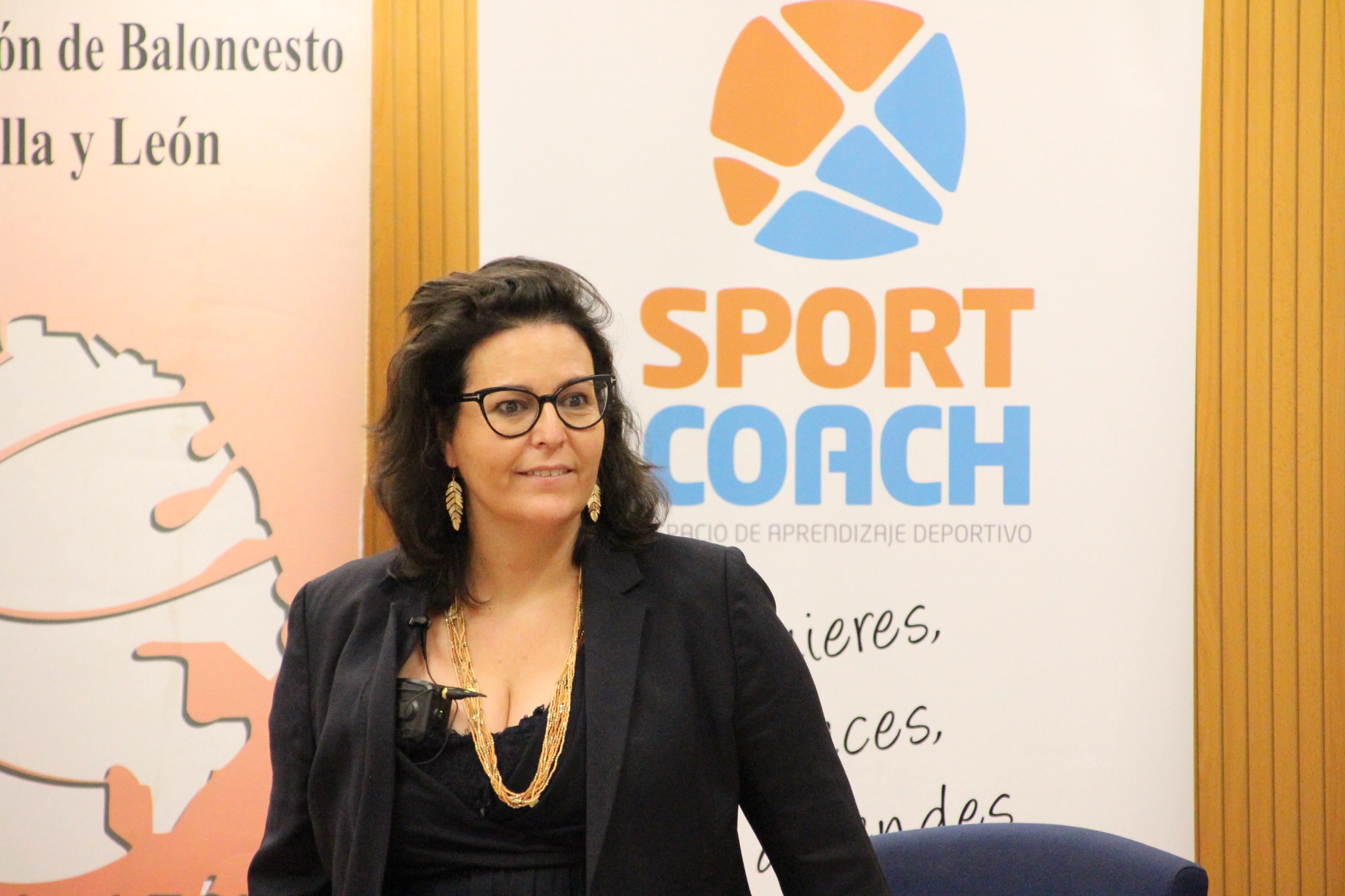 Eire García en su ponencia sobre comunicación en la FBCyL