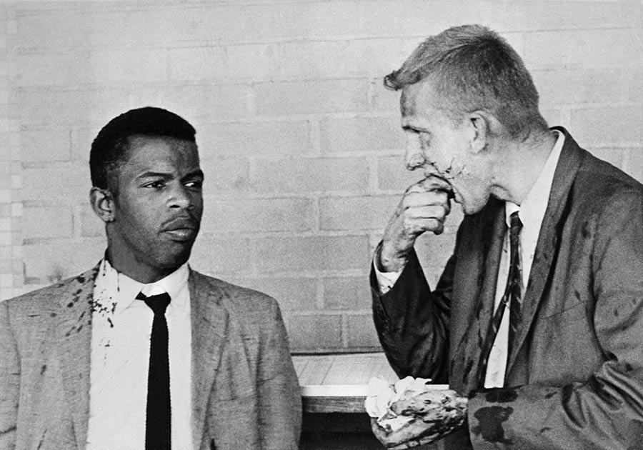 John Lewis with blood on his shoulder and Jim Zwerg both were beaten at the Montgomery, AL in an effort to go through the south during the Freedom Rides of 61.     I wonder if Joe Manchin or any other so-called Democrat would be willing to go through this for the right to vote? https://t.co/rlbRnwmUP1