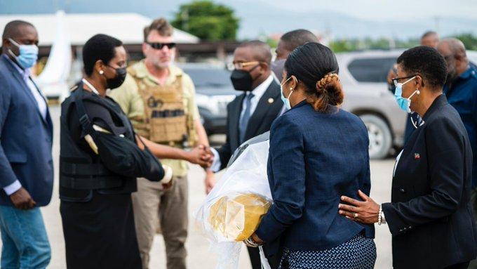 Haïti : La première dame de retour dans son pays avec un gilet par balles après ses soins aux Etats-Unis-PHOTOS