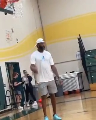 T-Mac and his son getting buckets 💧  (via user775364263/TT) https://t.co/yodReVYwO8