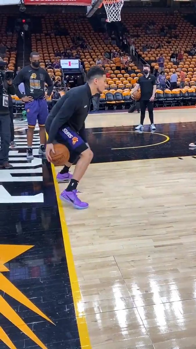 D-Book getting loose for Game 5 🔥 https://t.co/cf0akEtKxK