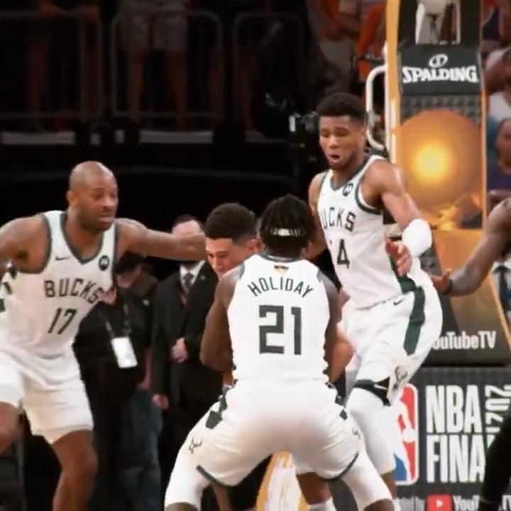 This slow-mo of Jrue's oop to Giannis 🔥  (via @NBA) https://t.co/mV2ae3aJGh