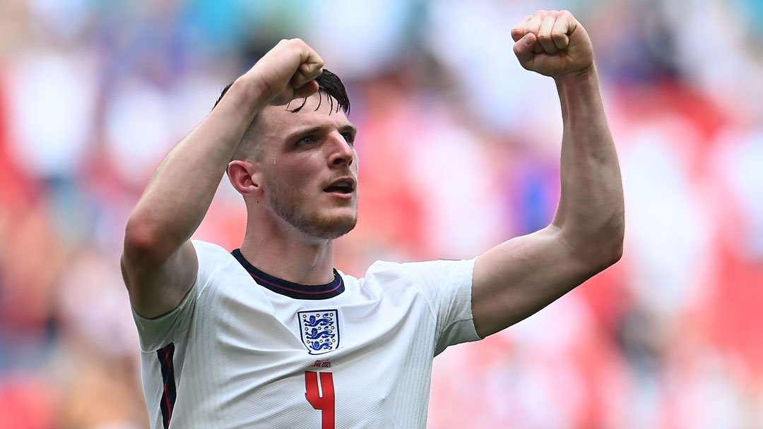 =583. Declan RICE  Midfielder - 14.01.99 - ENG (24/1)  Prem Clubs: West Ham United (15-??)  Euros Debut: 13/06/2021 (ENGLAND vs. Croatia, W 1-0)  Euro Finals: England (2021)  Euro Apps: 7 Euro Goals: 0 https://t.co/CmQHEBNv6h