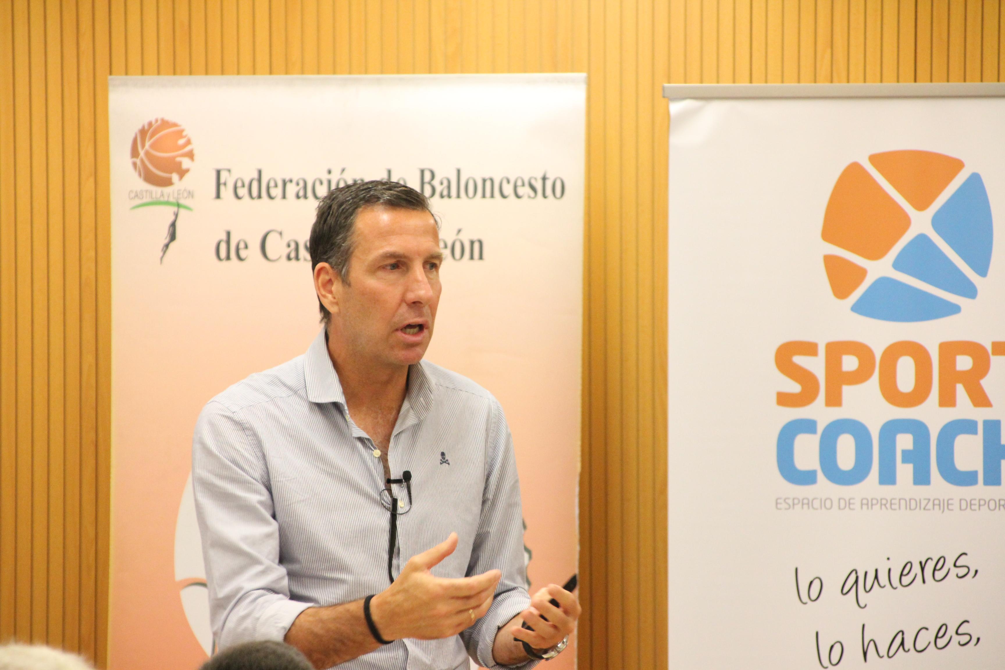 Nacho Rodríguez explicando las diferencias entre DIDE y Director General