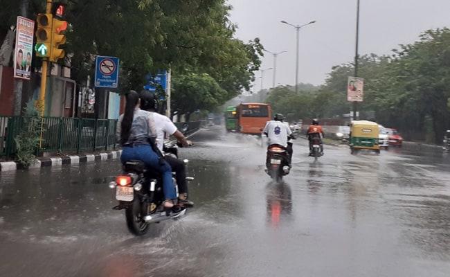 राजधानी दिल्ली सहित राष्ट्रीय राजधानी क्षेत्र में तेज वर्षा; महाराष्ट्र के रायगढ़, रत्नागिरी, सिन्धुदर्ग, कोलापुर और सतारा ज़िलों में रेड अलर्ट जारी