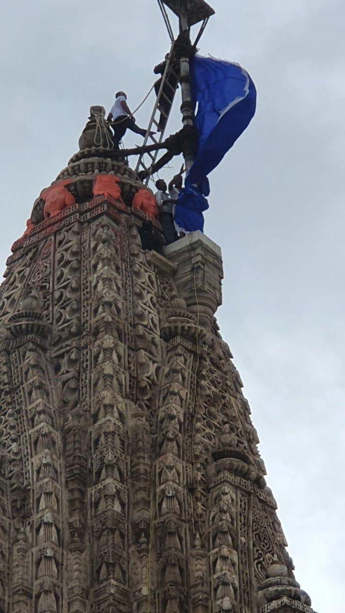 Saffron flag re-hoisted atop Dwarkadhish temple after lightening incident