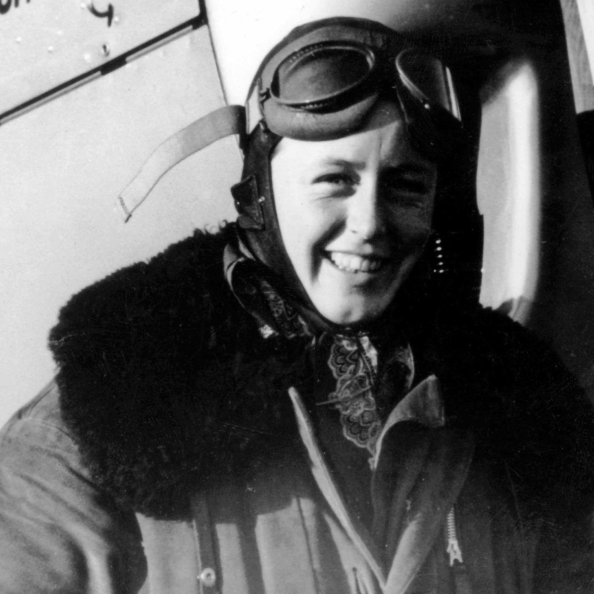 Meet Luftwaffe pilot Beate Uhse - she stole a plane, flew into Berlin late April 1945, rescued her infant son, his nanny & 2 injured soldiers - stole another plane & dodged flak & fighters to escape to the West - then went on to found Germany's biggest chain of sex-shops. https://t.co/f0zE1cNzDa