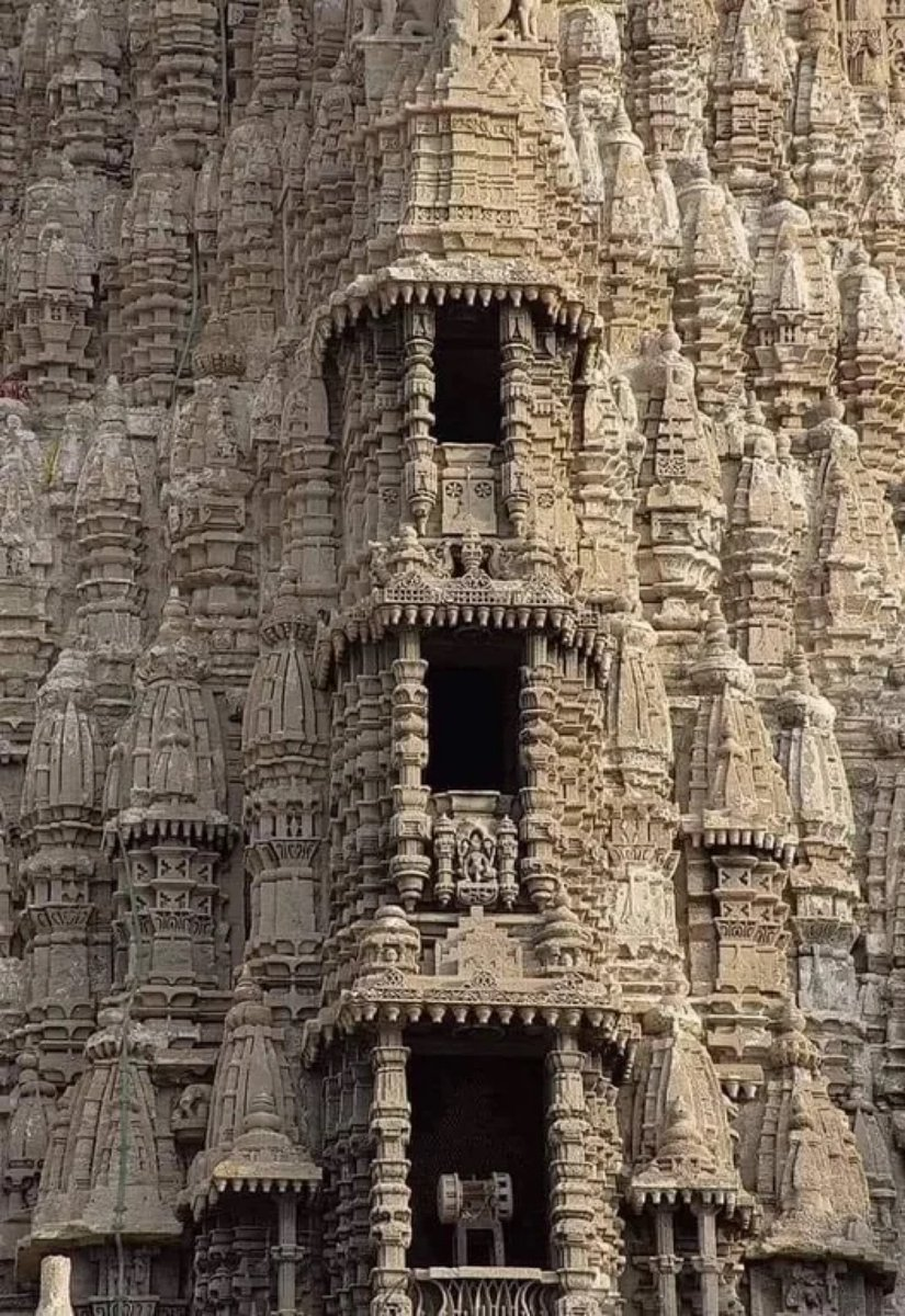 Incredible India 🇮🇳! The Dwarkadhish Temple in Gujarat. Built in: 400 BC https://t.co/KNuYeOGUfK