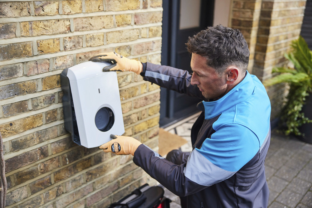 Charging ahead: @TheRAC_UK and @BritishGas team up on home #EV charger installation and specialist electricity tariff @BritishGasNews https://t.co/OkVlKEY35K https://t.co/xjHjxYajtH
