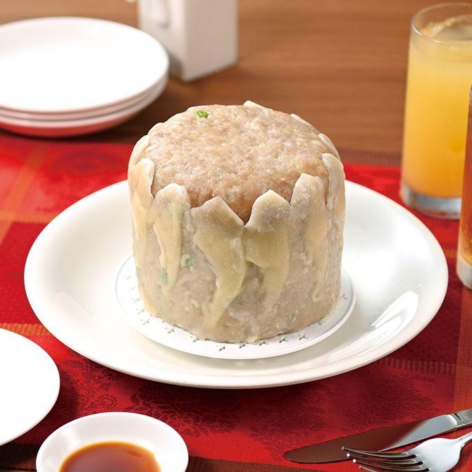 ホールケーキの箱を開けると崎陽軒のシウマイが!割ると中からミニシウマイが出てくる仕掛けに驚き!