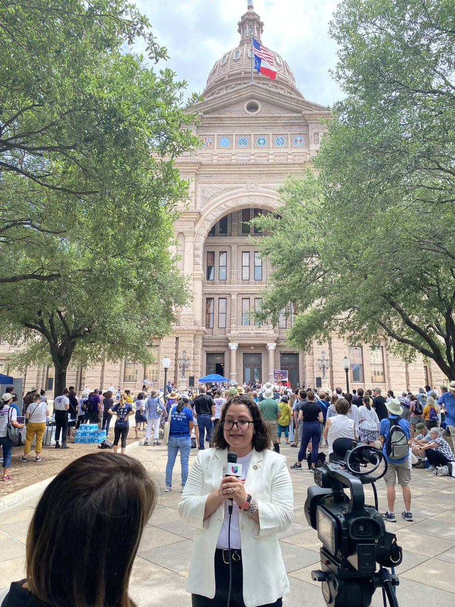 .@SindyBenavides of @LULAC calling for #txlege to protect voting rights #LetMyPeopleVOTE https://t.co/698oBsSqu3