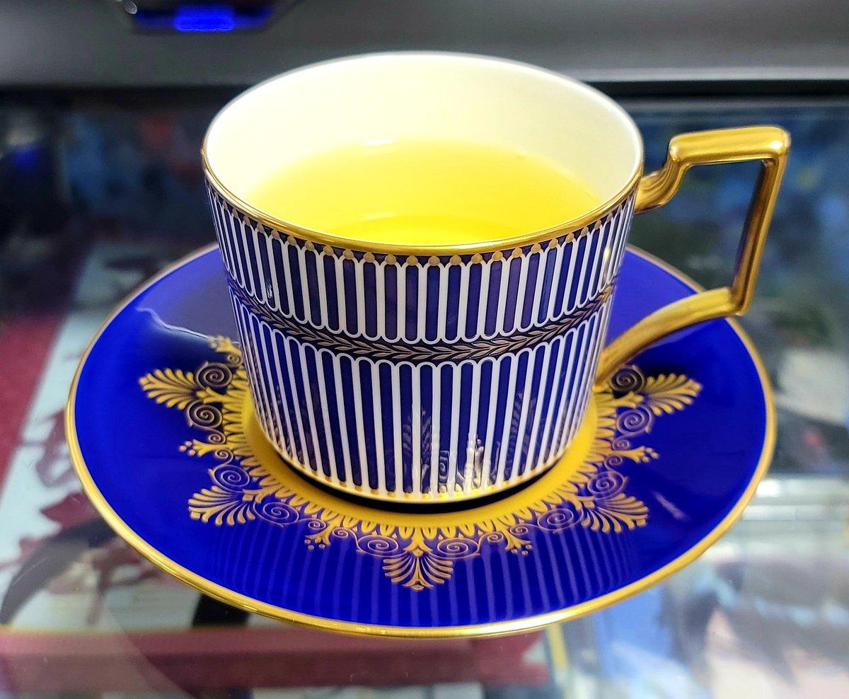 test ツイッターメディア - おはようさんでございます。 昨日の久しぶりの外出で全身筋肉痛で。。。ww 今日のカップはアンセミオンブルー。お茶は祇園北川半兵衛の煎茶「葵」をいただきますよと!!それにしても、アンセミオングレー、楽しみでございますな!! #ウェッジウッド #ウェッジウッドで一日一茶 #おうちカフェ #日本茶 https://t.co/nJMHBj5YGG