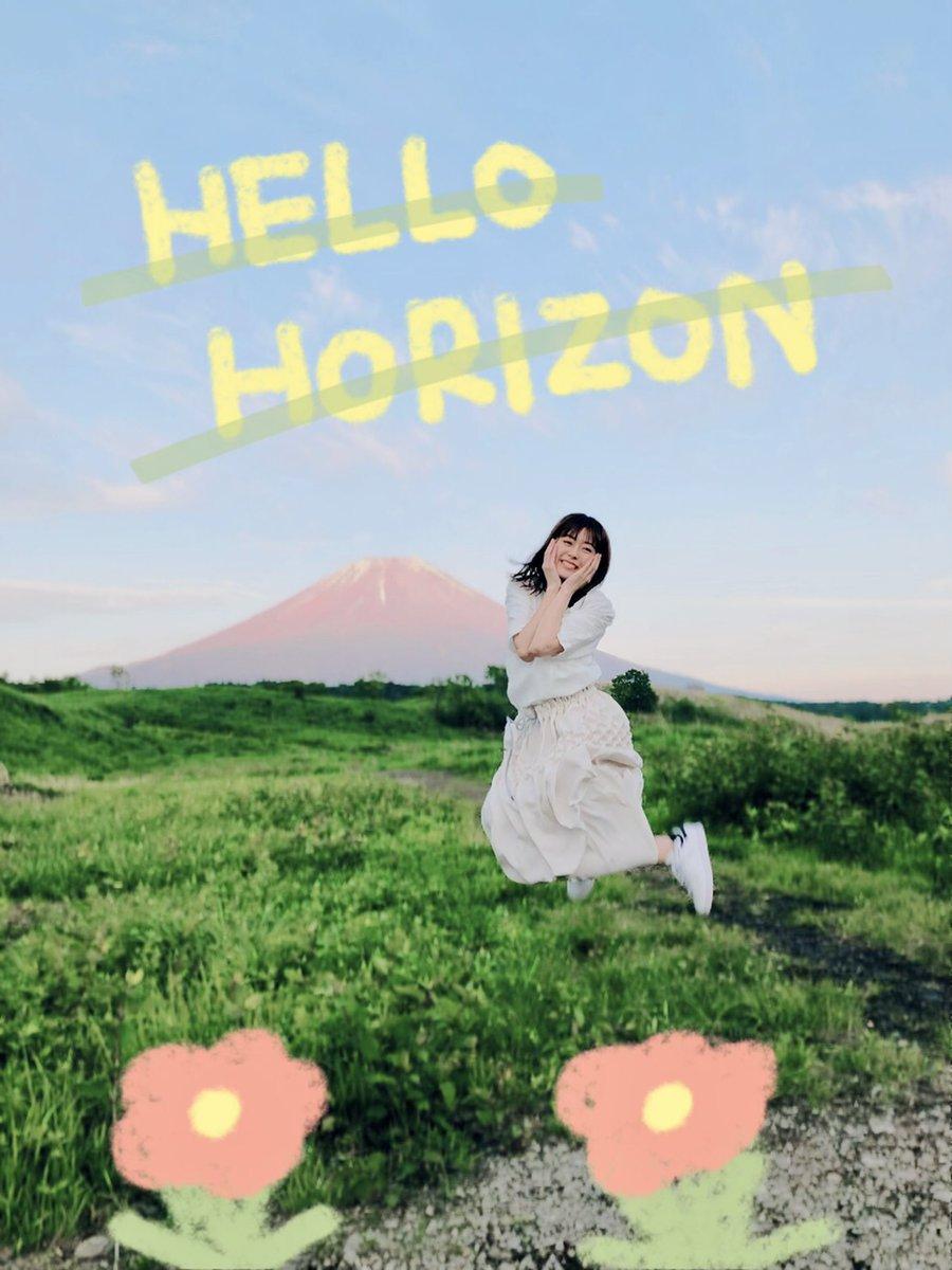 #HELLOHORIZON いよいよ発売日を迎えました!10枚目のシングルだよー( ;  ; )ありのままの自分を大切に、大事にしていこうね!そして新しい地平線を一緒に見に行こう!ハロホラがたくさんの人に届きますように!