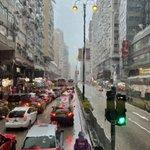 Image for the Tweet beginning: 午後2時の香港旺角 雨が大き☔️  #香港旅行 #香港景色