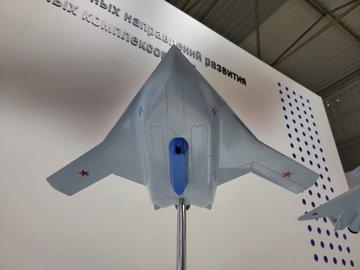 كشفت MiG عن ثلاثة نماذج لطائرات ذات تصميمات متقدمة. E6ufxCeWYA8AsZ4?format=jpg&name=360x360