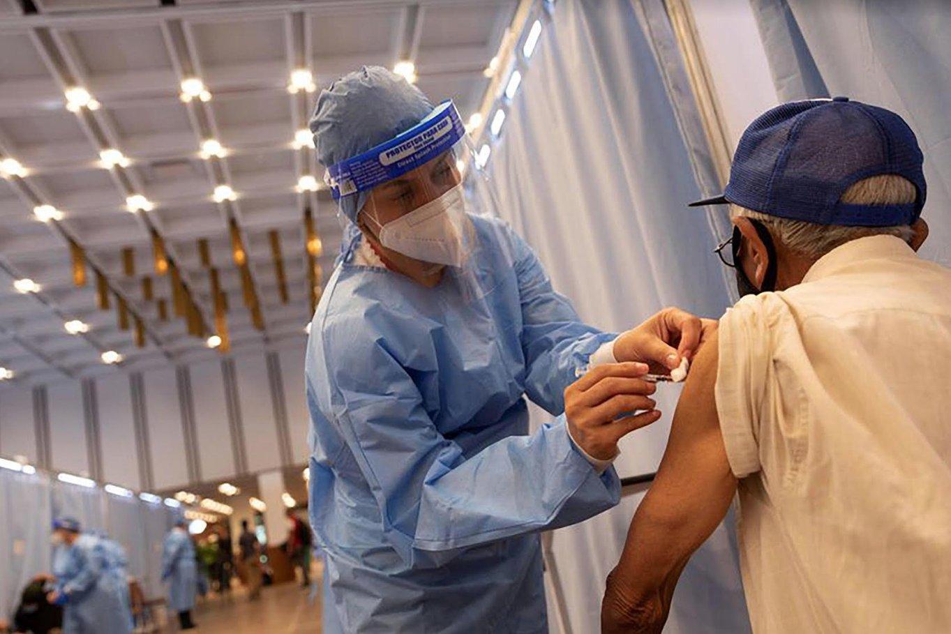 Personas vacunadas deben mantener las medidas de bioseguridad
