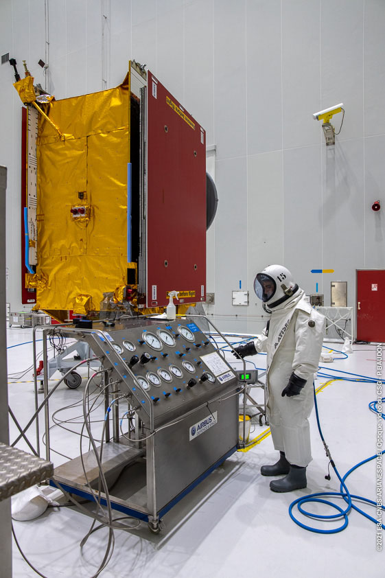 EUTELSAT QUANTUM getting ready for launch on 30 July 🚀 Oxidizer and fuel loading completed! @Arianespace #satellite @AirbusSpace @esa #VA254 https://t.co/CTaSJd7RbO