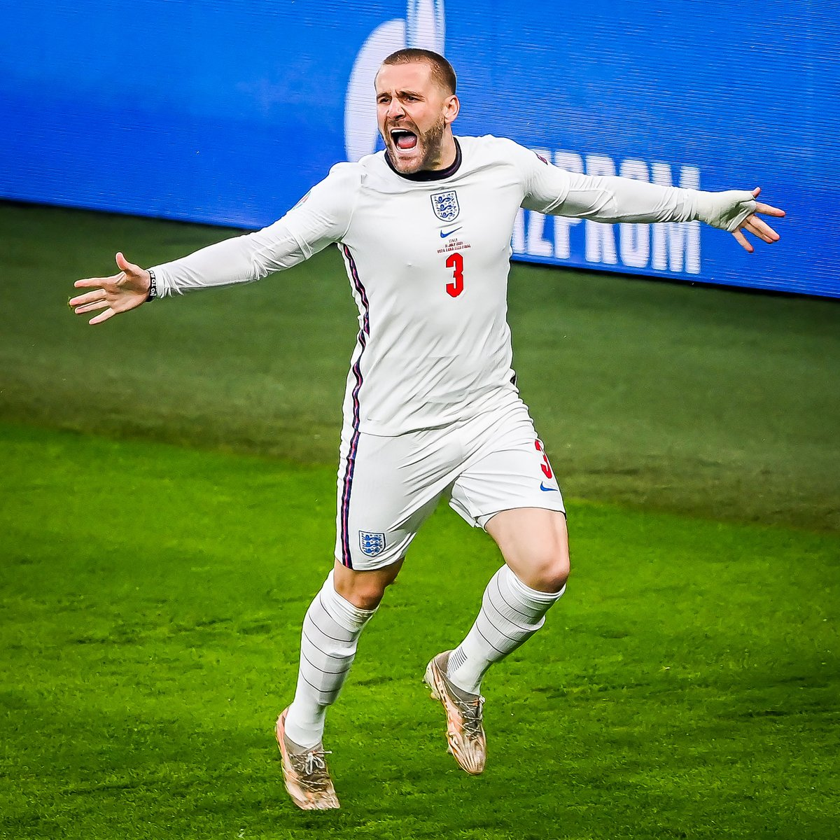 Luke Shaw played against Germany, Ukraine, Denmark and Italy with broken ribs.   And he still finished Euro 2020 with three assists and a goal in the final. https://t.co/I9Ugt5LDze