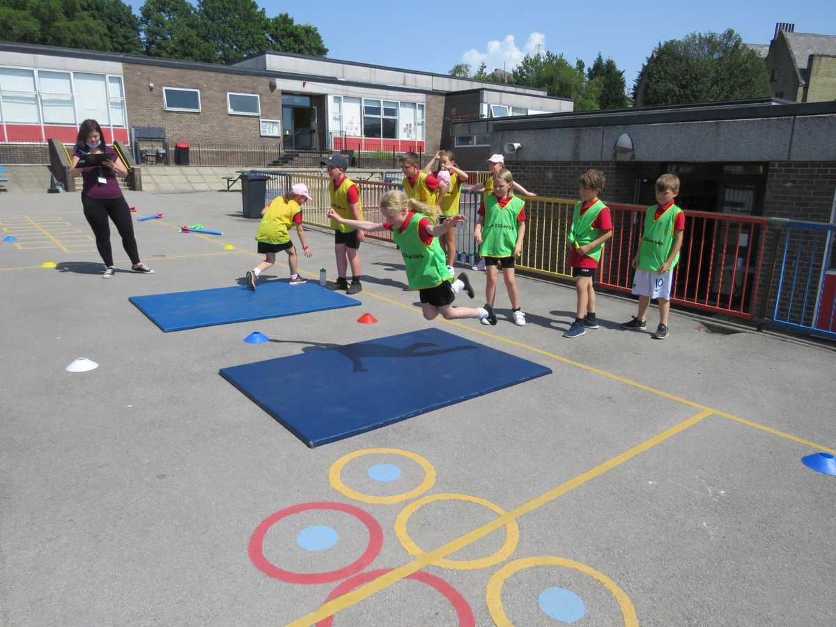 Year 4 really enjoyed their Sports Day yesterday afternoon 🏃♂️🥇☀️! Well done everyone! ✨