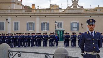 Si les murs du Quirinal de Rome pouvaient parler  Mardi 10 août à 21.05 sur France 2 Présenté par @bernstephane  Ce Palais situé sur la plus haute colline de Rome est aujourd'hui la résidence officielle du Président de la République. https://t.co/XFYSnZkuBg