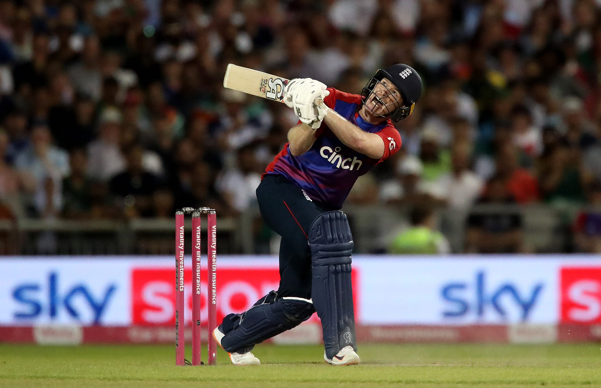 England edge Pakistan by 3 wickets in thrilling 3rd T20I to take the series 2-1