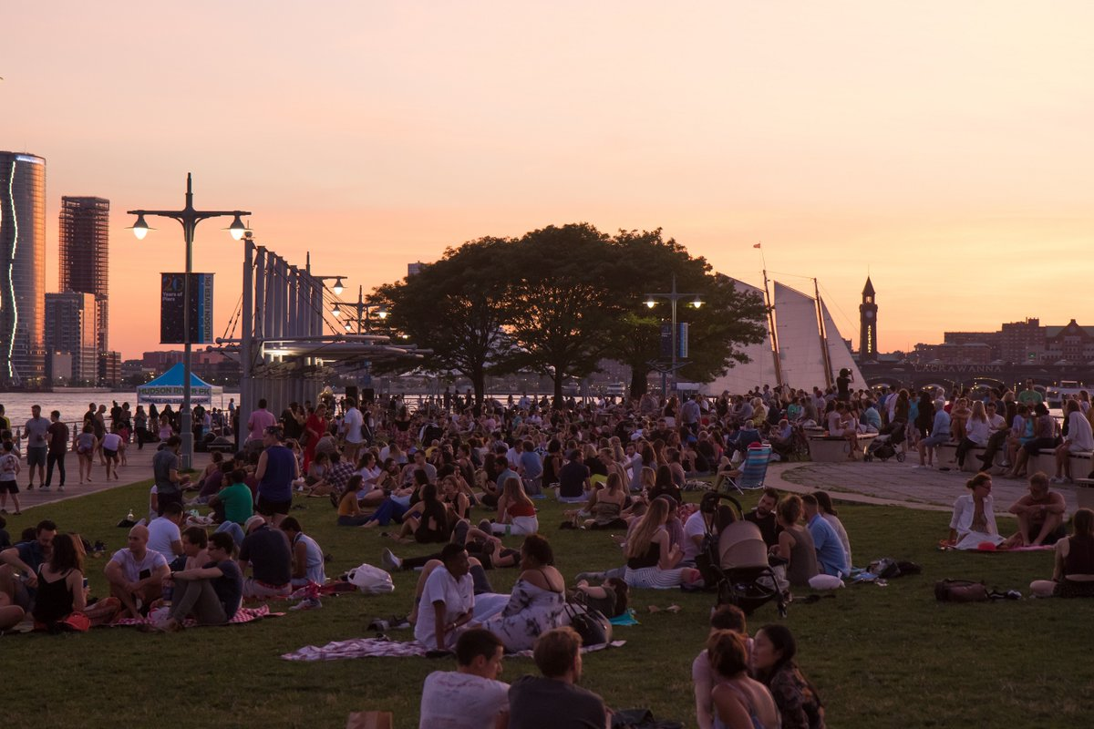 For the first time in 698 days, Sunset on the Hudson is back in person and live in the Park! We're thrilled to announce that @Alsarah5000 will be joining us tomorrow at 7:00 PM on #HRPK's Pier 26 to kick it all off. For this season's lineup, please visit https://t.co/1dZWoIme6g. https://t.co/nVeM3RBU1h