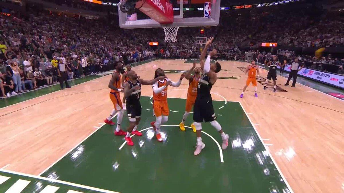 Giannis playing bully ball 💪  (via @NBATV) https://t.co/zADZfGIXc1