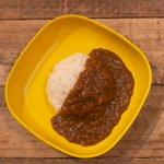 Image for the Tweet beginning: 【本日の夜ごはんに:大人気のカレーはいかがですか?】最近のウイルス対策に大人気のカレーもオススメ!カレーは、チーズや温泉卵などトッピングと一緒に楽しむのも楽しいです!#府中お弁当プロジェクト #日野エールうまいもん #立川エール飯 #チーズ #カレーライス