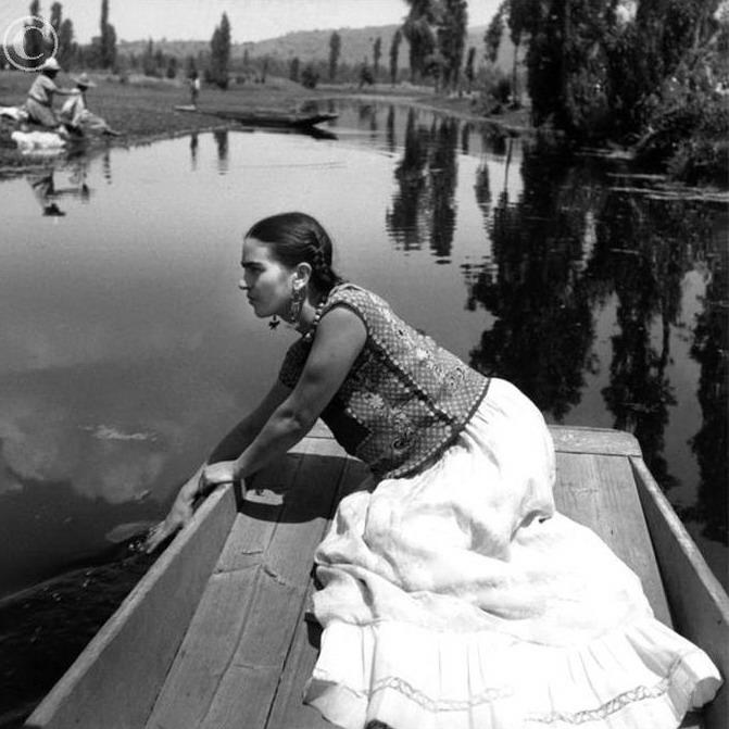 Ph. Fritz Henle Frida Kahlo on the boat in Xochimilco, Mexico 1936