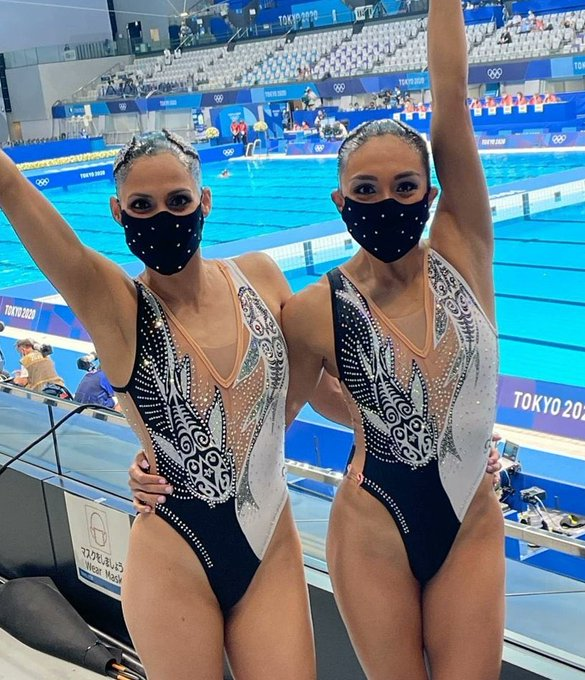Synchronized swimmers inspired by Avatar