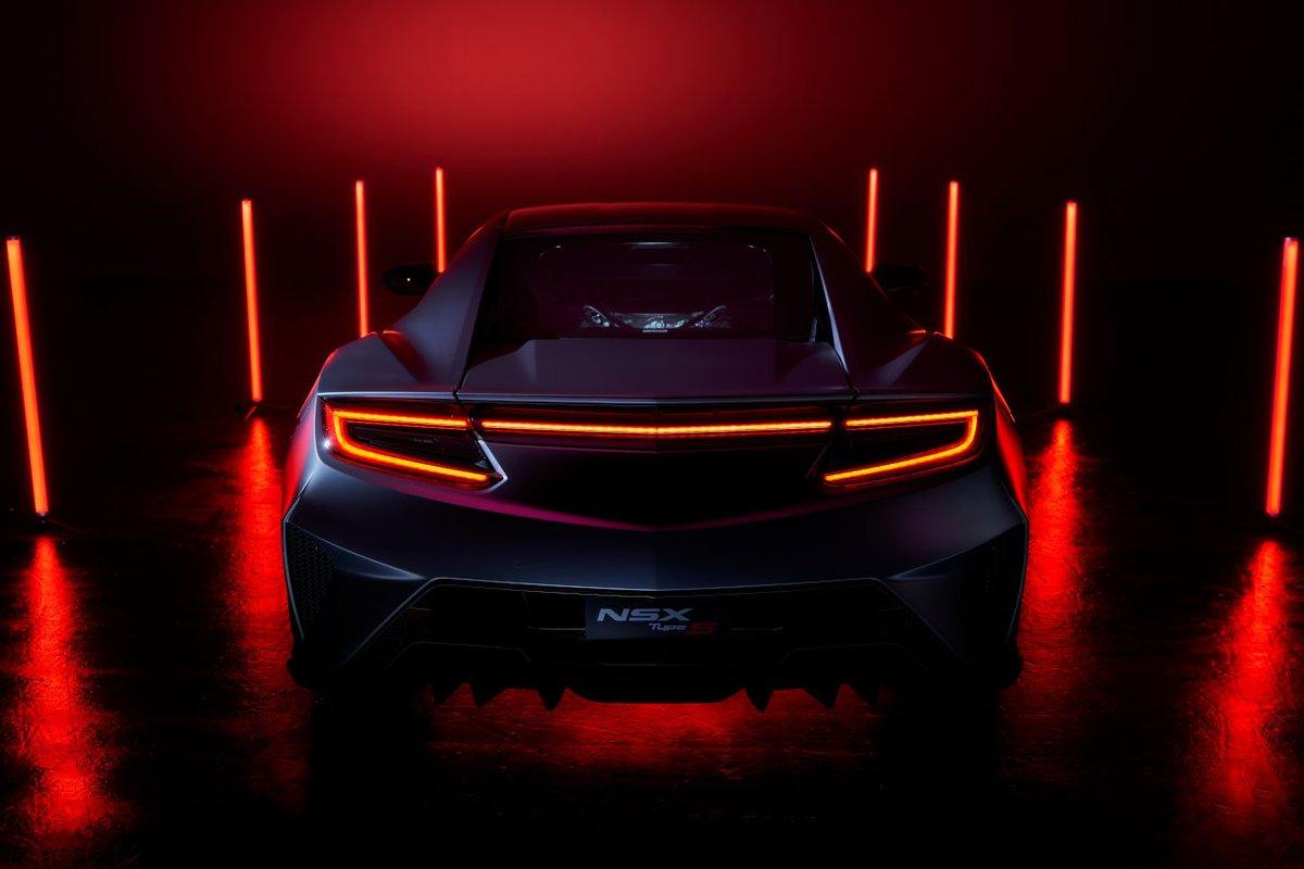 ホンダのスポーツカーNSXが来年のモデルで生産終了を発表!