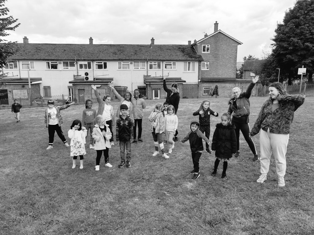 RT @JUMPDance2021: What a great day yesterday being outside in the grass dancing 💚 Thank you for having us Cafe West as part of your summer activities!  @cafewestBD15 @bradfordmdc @JoinUsMovePlay @Active_Bradford @MyLivingWell1 @LauraLiddon @ClarkeRachel_5 @Sport_England @dazldance