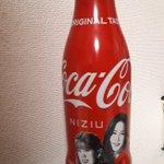 Image for the Tweet beginning: 3本目、飲み切りました!😄👏🌈 飲んでると慣れてくるのか、3本目は割と早く飲めた気がします!😊🙋🌈 あとは洗って保存するだけです!😉 改めてになりますが、私はイオン系列の店舗で発見しました!😆ぜひ探しに行ってみてくださいませ!🙋🌈 #CocaCola #NiziU #Super_Summer  #WithU