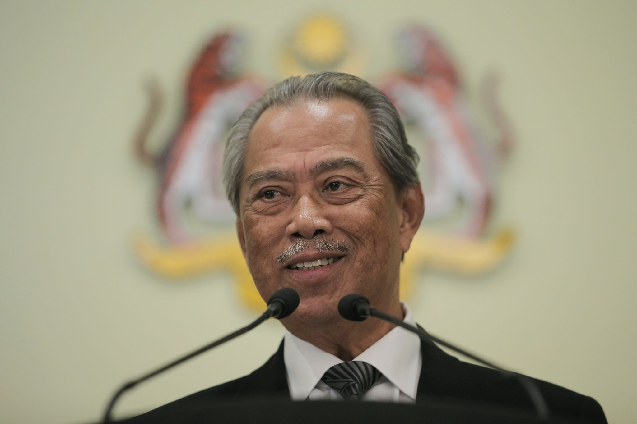 Muhyiddin Yassin says he will remain as PM and will test his majority in the Dewan Rakyat during the September sitting.  He adds that the Yang di-Pertuan Agong has accepted this decision. https://t.co/ZZI69MSnOI
