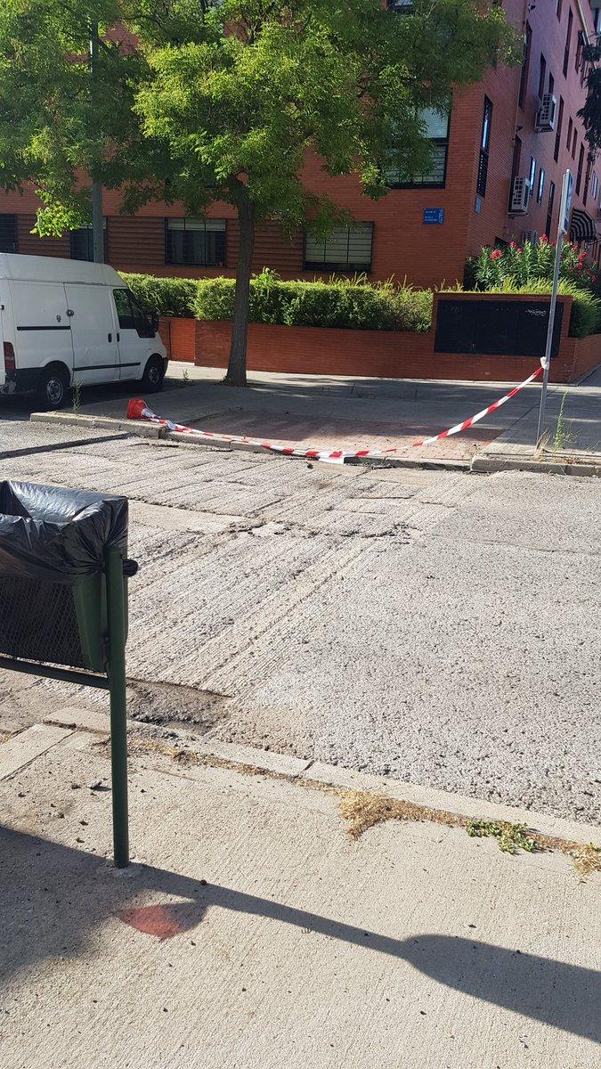 #Leganés. Sin contrato de fresado (asfaltado), quien asfalta? Será adjudicaría la misma que hace el mantenimiento de la vía pública?  Arreglen y amplíen las aceras!!!