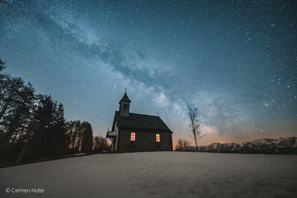 Dem Sternenhimmel ganz nah – festgehalten von Carmen Huter in den #Alpen in #Österreich mit der #SonyAlpha 7R IV und dem SEL14F18GM #Objektiv (13 sec, f/1.8, ISO 1600). https://t.co/JjlpAg47V6