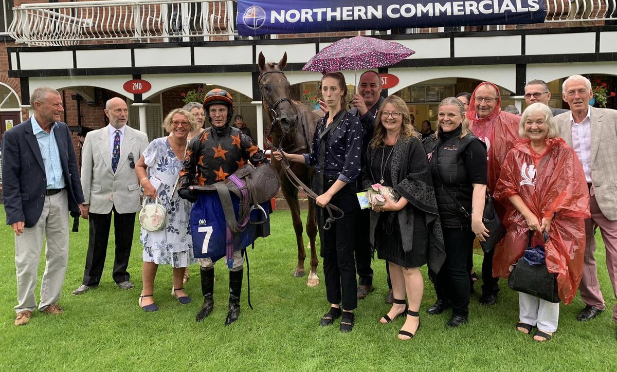 Johnny Boom Boom Boom makes it 3 for the season at Pontefract. Well done to owners @RichardFaheyERC. Brilliantly saddled by The Great John Gregory 👌