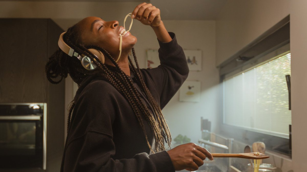 Take tennis champion @cocogauff and let her get creative in the kitchen: the result is winning! 🎾🍝 Read @hypebeast's newest article about Coco and her passion for pasta here: hypebeast.com/2021/8/barilla…