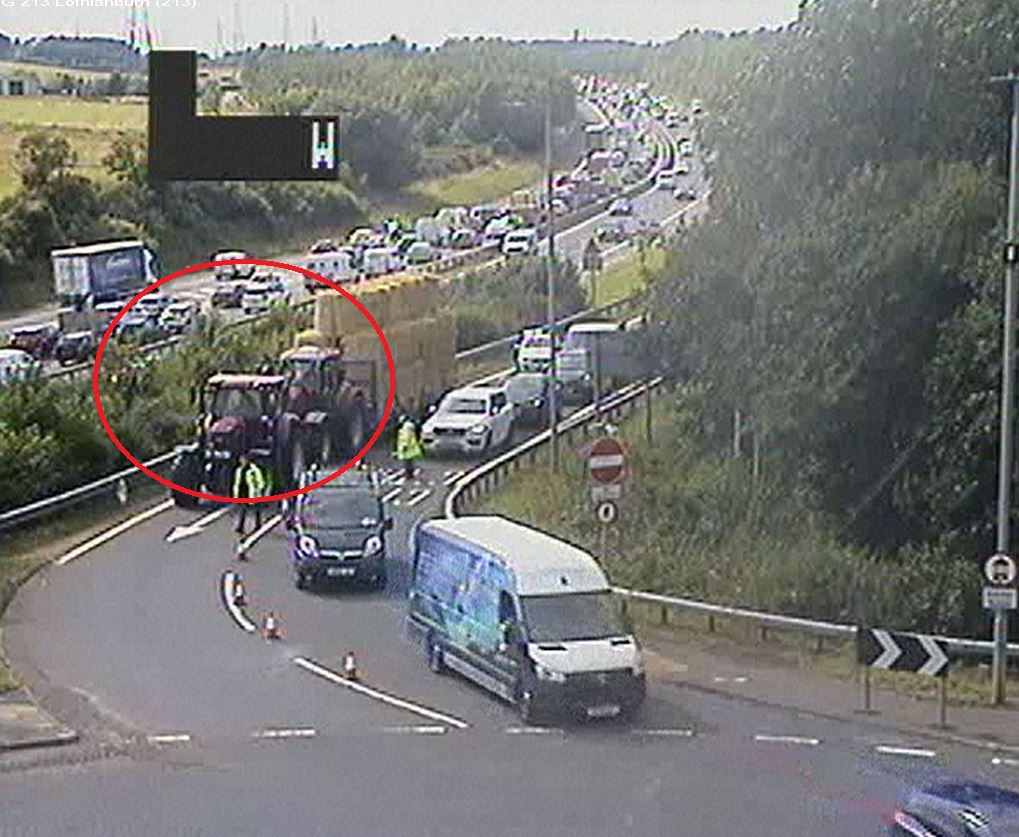 test Twitter Media - UPDATE❗️⌚️16:35  #A720 BDV  Broken down lorry clear - however lane 2 of 2 remains closed for a broken down tractor🚜  Traffic is getting by slowly.  @SETrunkRoads #edintravel https://t.co/Gt7vAcKXqR