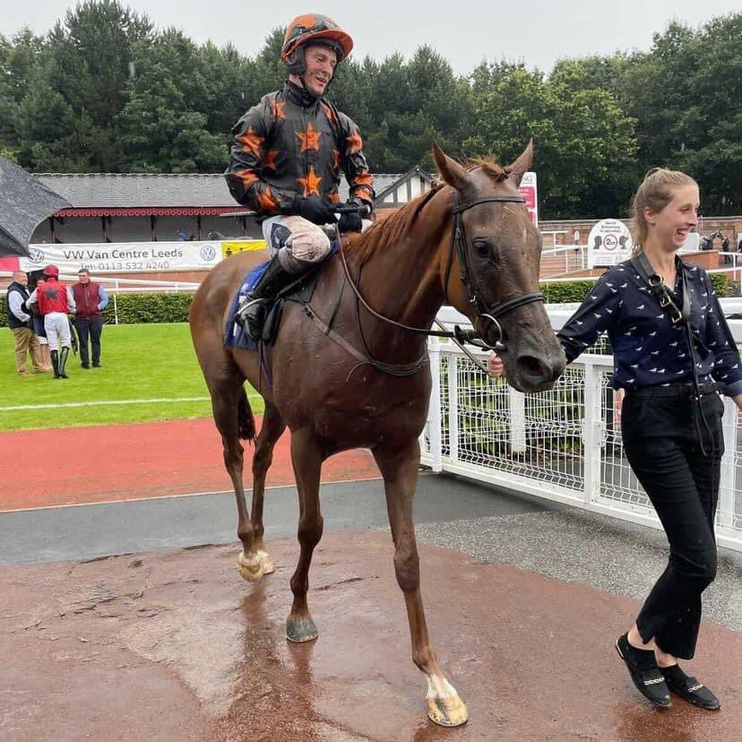 🖤🧡 Fantastic to finally get a winner for @RichardFahey, like to thank all the team back at home, the @RichardFaheyERC, my sponsor @SolwayRacehorse and my agent @PB_jockeyagent 🖤🧡