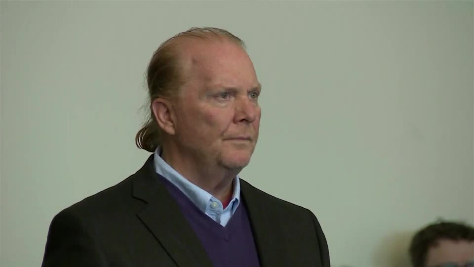 Chef Mario Batali and his business partner have agreed to pay $600,000 to at least 20 former employees after an investigation found a culture of unwanted groping, kissing, hugging, sexual advances and explicit comments at their Manhattan restaurants https://t.co/FPs6VMtLS4 https://t.co/bmNDeMHOFU
