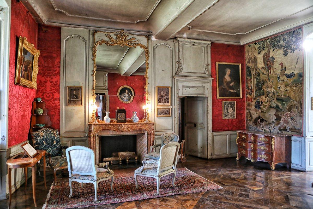 🔴 𝗩𝗢𝗬𝗔𝗚𝗘   Remontons le temps, direction le XVIIIe siècle... 🚀   ➡️ Particulièrement émouvante, la chambre de Marie-Judith de Vienne nous présente un décor inchangé depuis près de 3 siècles... #CetEteJeVisiteLaFrance 🇨🇵 #Bourgogne https://t.co/jzg1V59PMZ